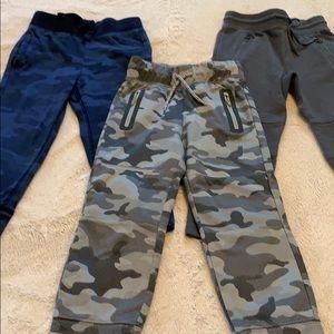 3 pairs of Gap size 4 boys sweat pants.